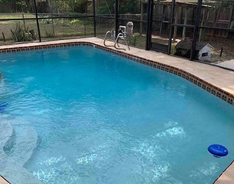 Sanford/ Lake Mary Entire House with private pool