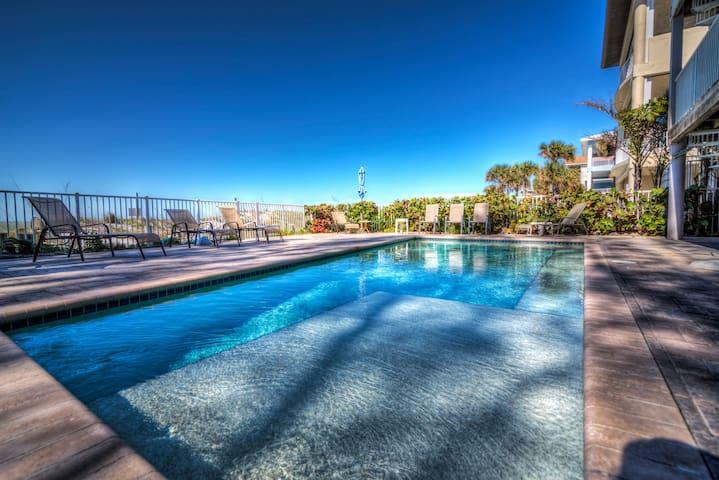 2 Bedroom Beachfront Villa & pool ON THE BEACH !