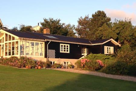 Lyst værelse i skønne  omgivelser - Kalundborg