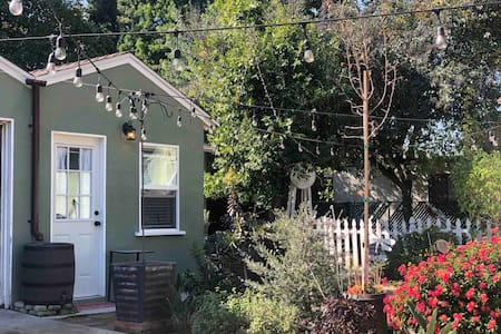 Garden Guesthouse within minutes of  LA Action