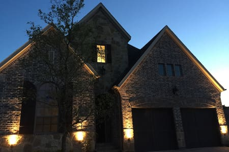Private & Quiet Room Close to DFW, DAL - Irving