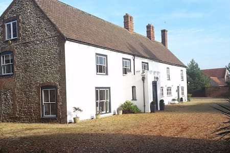 Period Farm House in Great Bircham - Great Bircham - Bed & Breakfast