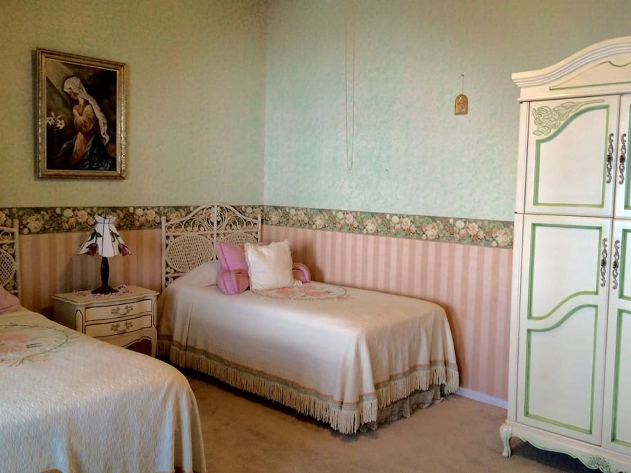 Twin bedroom, Beautiful Antique forniture