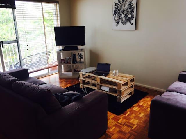 Perfect open plan flat in the heart of Broadbeach - Broadbeach - Apartmen