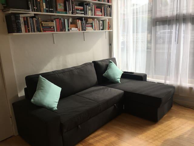 Stylish Apartment in St Kilda, Free parking+Wifi
