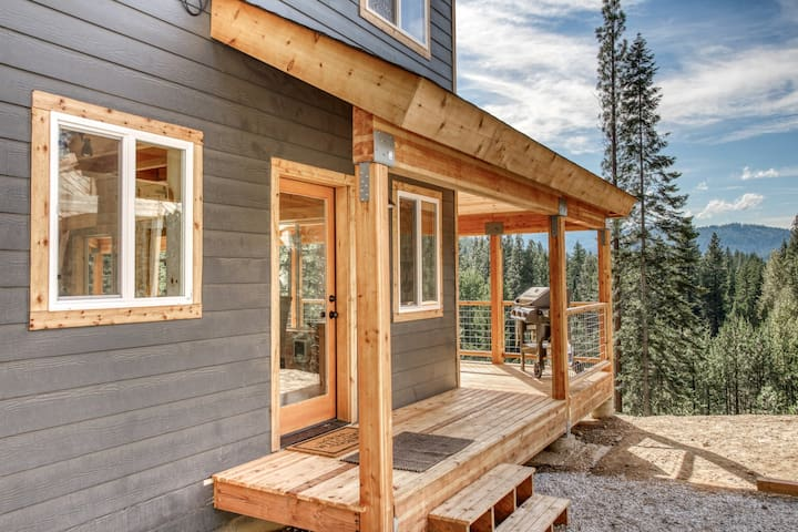 Newly built home w/ wrap-around deck & forest views - dogs OK!