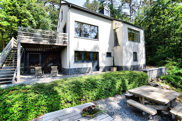Beautiful, modern house with stunning views, hot tub and sauna in green surroundings