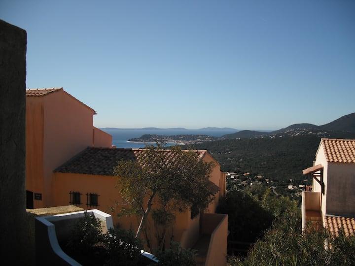 Vue panoramique sur  Méditerranée  LA CROIX VALMER