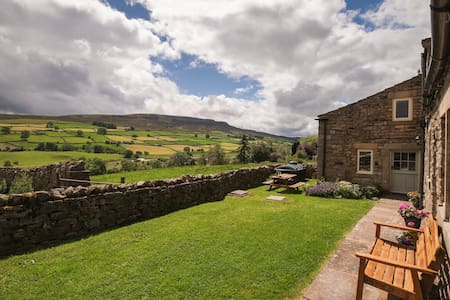 Crow Hall: Luxury Holiday Cottage