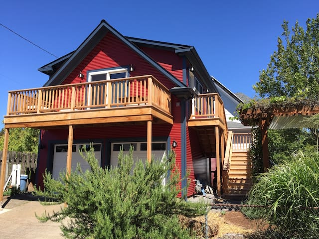 Northberry PDX | Bright 1 BR Guesthouse | Balcony