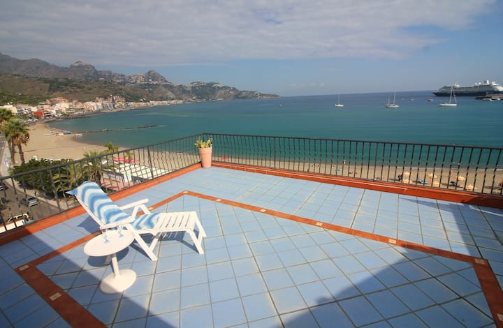 The Blue Terrace - Directly on the sea !