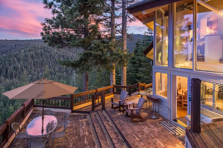 Updated Luxury 4BR w/ Sauna, Lake & Mountain Views