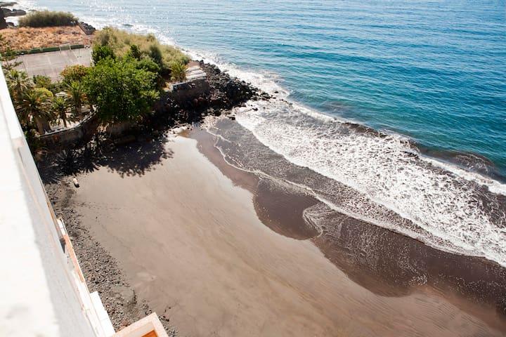 Stay in Paradise.  Sol, playa, cielo y montaña.