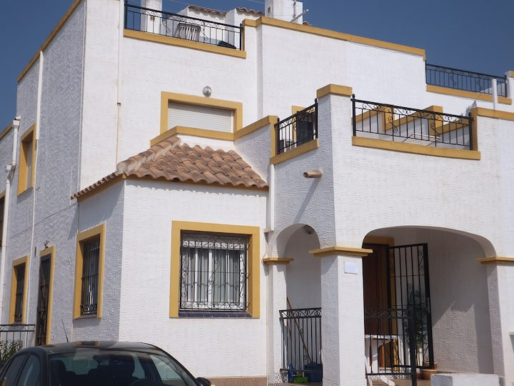 3 bed house in La Marina - 10 min drive from beach