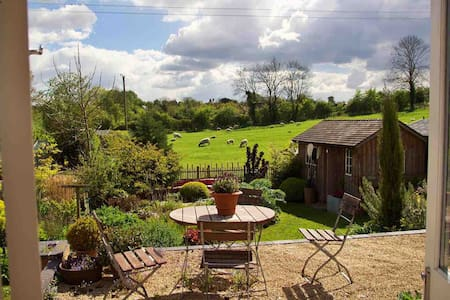 Delightful wooden house in rural Cotswold village
