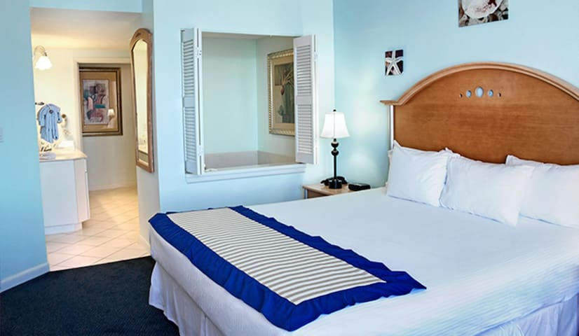 Two Bedroom Luxury Condo, Daytona Beach (A772)