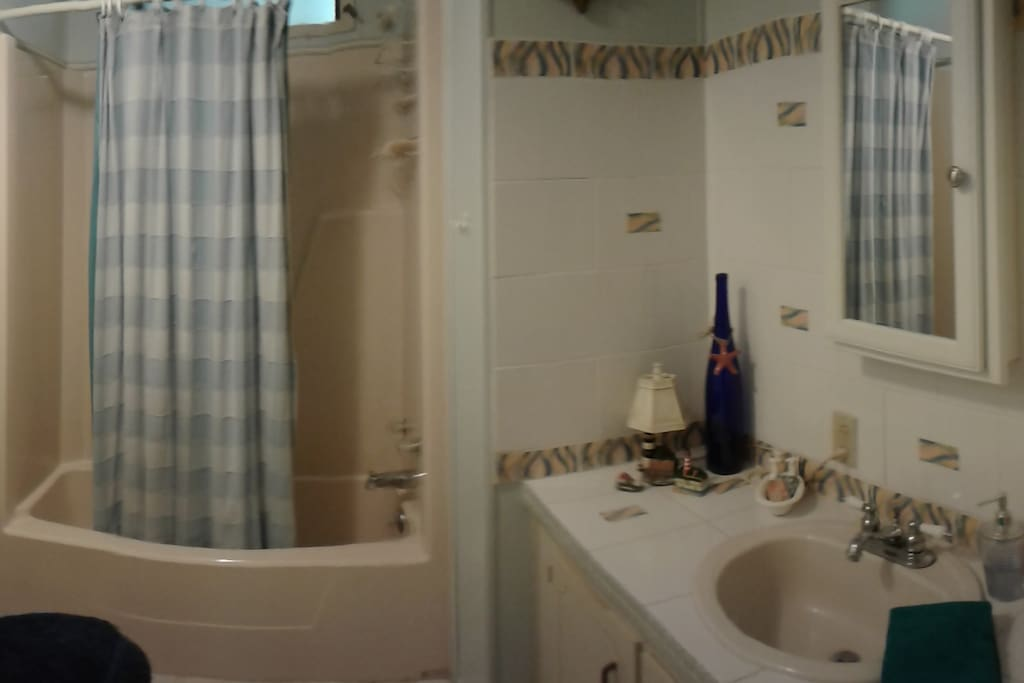 Private full bath adjacent to private bedroom, bath towels provided