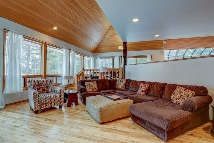 Dog-Friendly Home w/ Hot tub and 10 SHARC passes