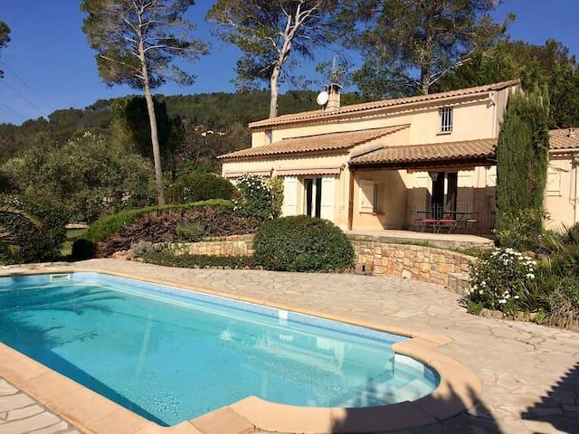 Maison familiale avec piscine et grand jardin - La Motte - Dom