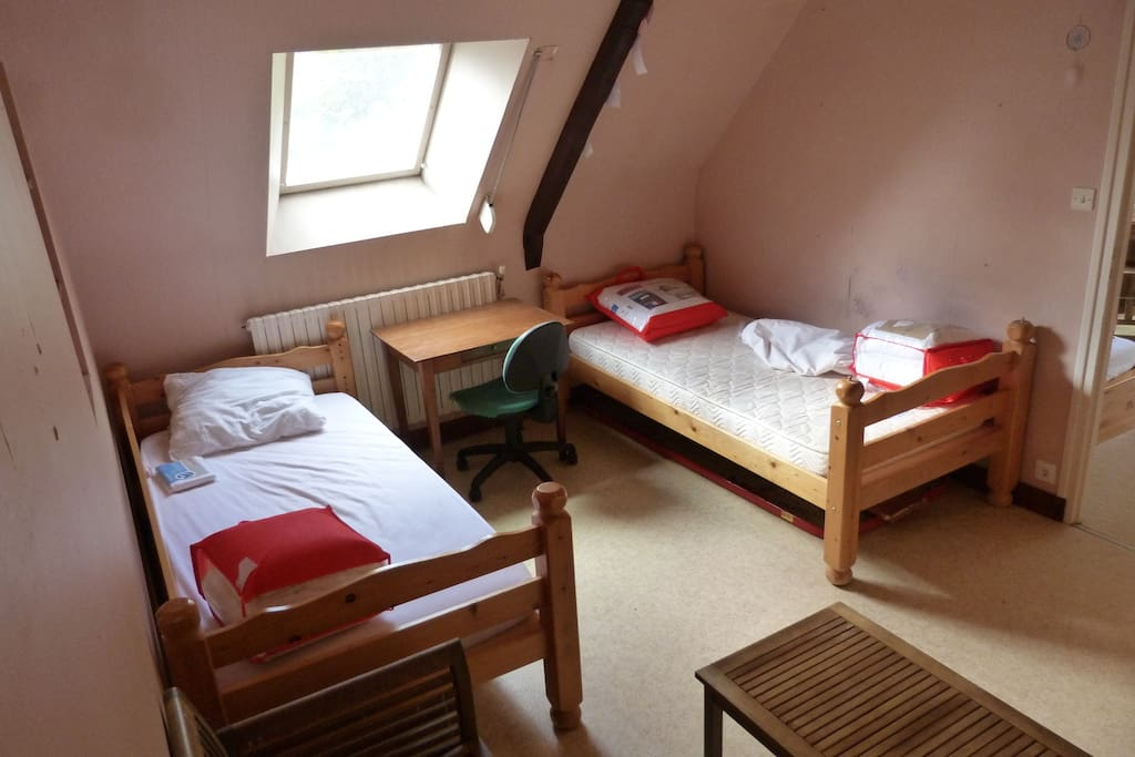 Une chambre avec 2 lits juxtaposables pour 1 grand 160x190