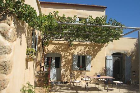 Idyllic Greek villa - Samonas