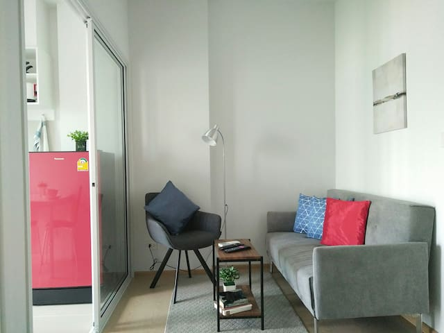 Very new condo, Just 200m to the airport link BTS