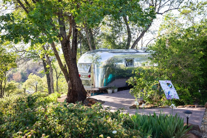 Private Vintage AIRSTREAM: Paradise Farm stay