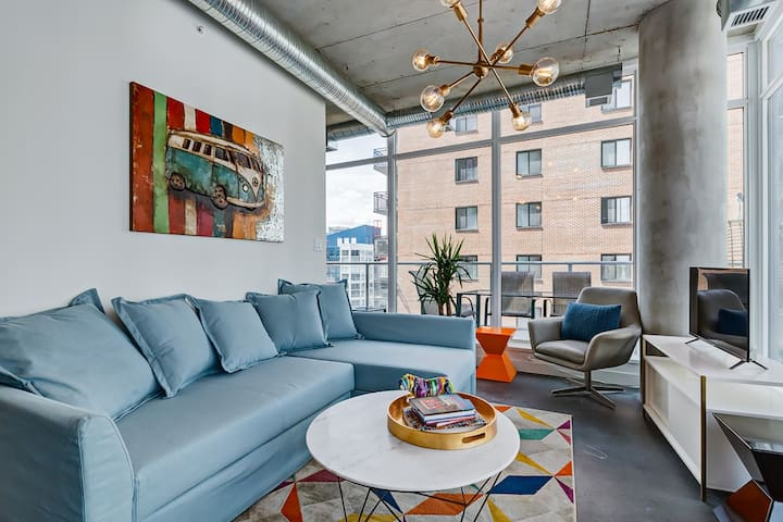 ☼✪Modern Condo W/ Saddledome + Bow River View☼✪