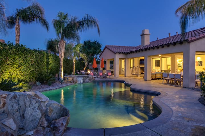 Clubhouse - Modern Villa w Pool, Fire Pit & Putting Green