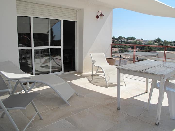 Grande chambre avec sdd au calme, terrasse et vues