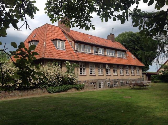 Super hyggelig  tidligere kro. - Kalundborg - House