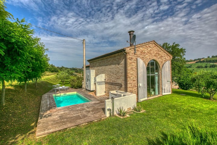 Plushy Holiday Home in Morrovalle with Pool & Stunning Views