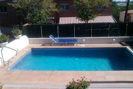 WEEKENDS&HOLIDAYS= B&B/EN-FR SPOKEN - Cerdanyola del Vallès - Bed & Breakfast