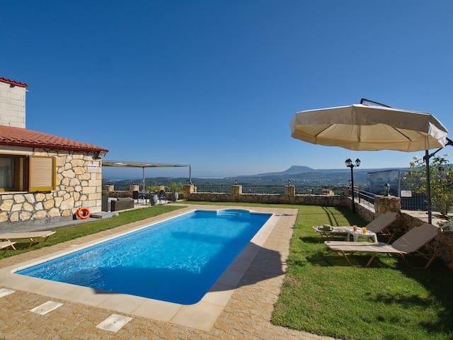 Villa Vangelis, Stylos