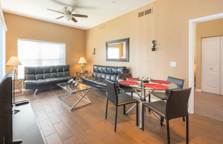 4 Bedroom Townhome 6 miles from Disney! :)