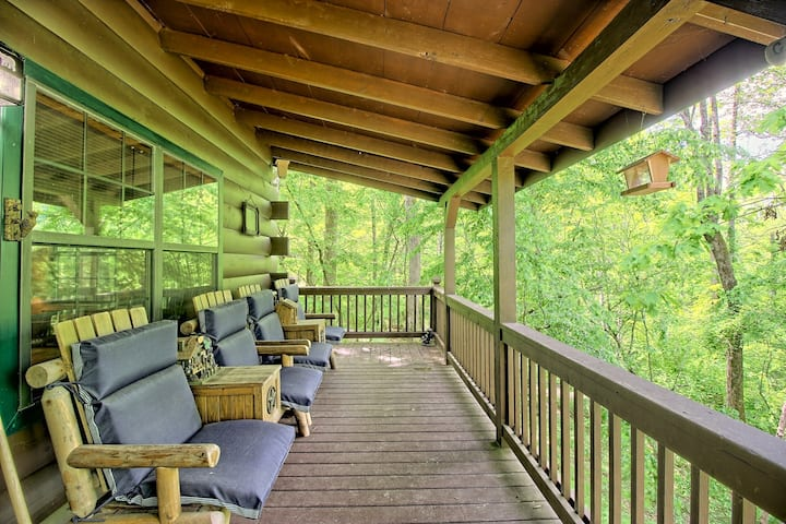Inviting creekside cabin w/ a welcoming front porch, fireplace, & gas grill