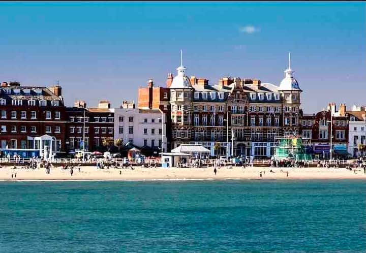 Weymouth Beachside Apartment - Stunning Sea Views