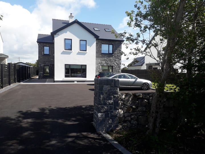 Carraig Bán, Linn Bhuí. A spacious detached house.