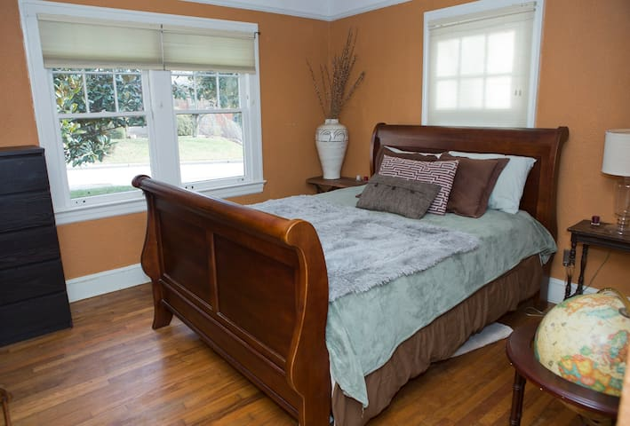 Rooms Available For Rent In West Asheville