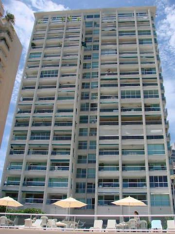 Breathtaking condo on Acapulco bay!