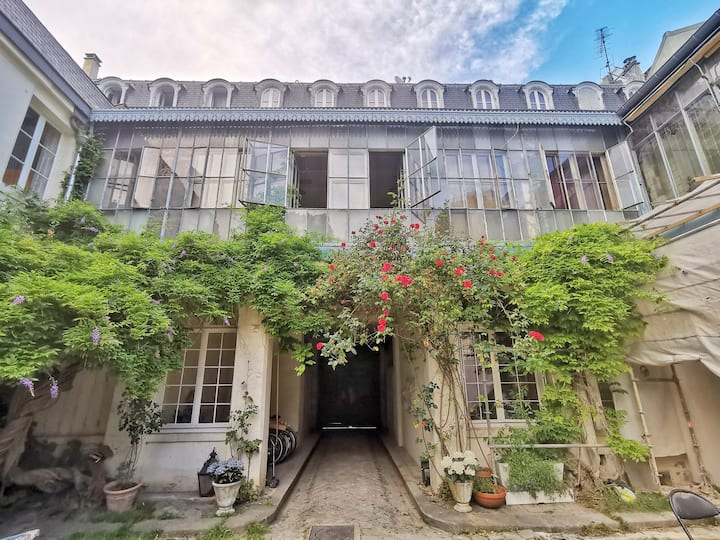 Escape in Versailles, heart of old town