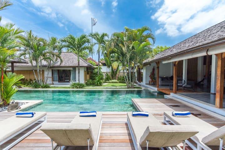 5 bedrooms Luxury Modern Etnik Villa 20M Pool