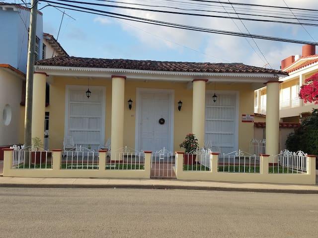 LA PROSPERIDAD, Casa Idania y Papo.