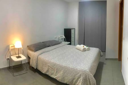 Quiet Room with private bathroom -Old ALCUDIA city