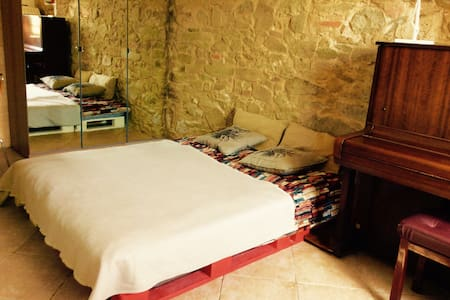 Room with piano, country side,Vinci - Bed & Breakfast