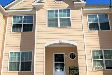 🚨MONTHLY DISCOUNT!!!🚨 Room in Three-Story Townhome