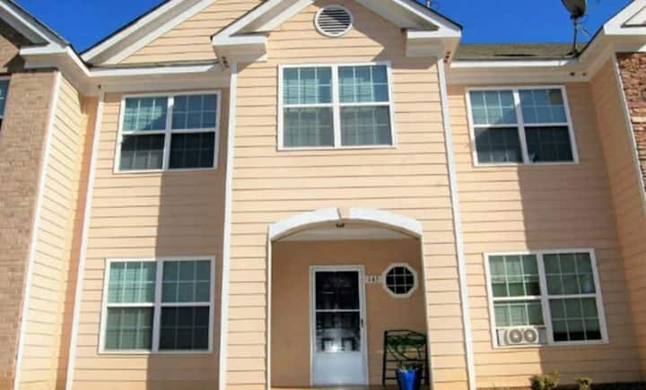 MONTHLY DISCOUNT!! Room #4 in Three-Story Townhome