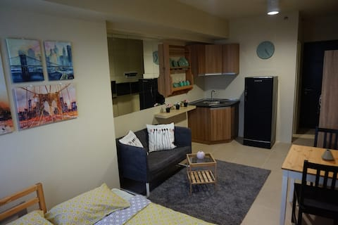 Studio Condo Fully Furnished near DLSU, MOA, NAIA