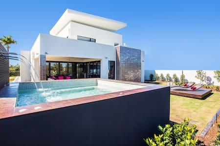 Villa on the Green - Sanctuary Cove - Hope Island - Huis