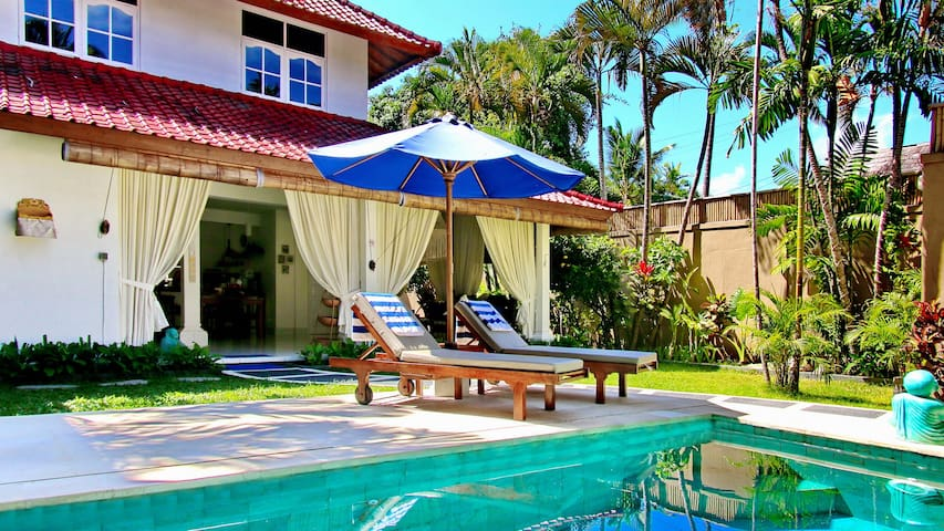 """White Villa"" 3BR with pool and garden in Seminyak"